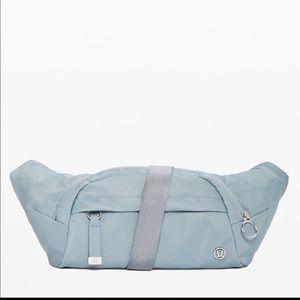 New LULULEMON On the Beat Belt Bag Blue Gray CHBY